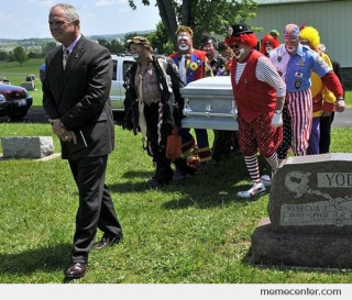 Clowns-funeral-is-happy_o_8788