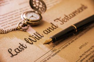 Fountain-pen--pocket-watch-on-a-last-will-and-testament--589584162-5ad13adb8e1b6e0037272ff5